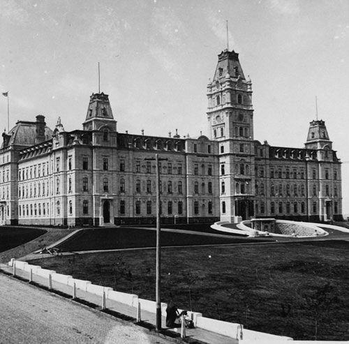 Parliament Building of Quebec back to the 1890s.